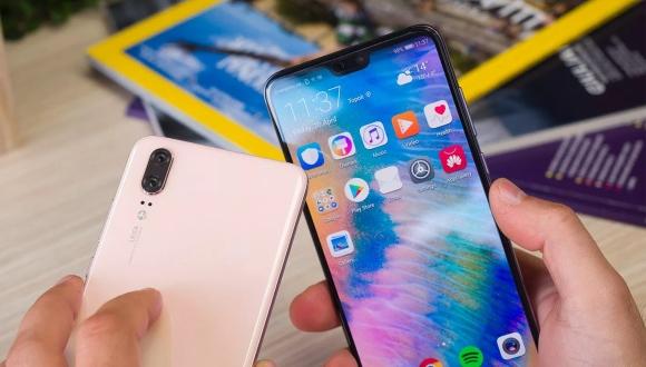 Huawei ekran çentiği ile Apple'a fark attı!