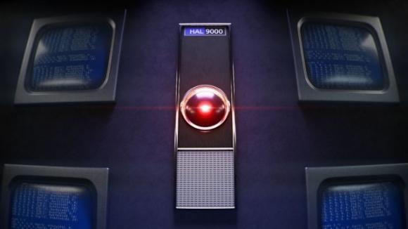 Katil yapay zeka HAL 9000 evlere giriyor!