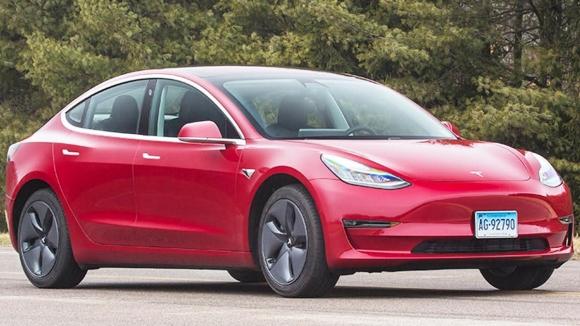 Tesla Model 3 performans testi için Alaska'da!