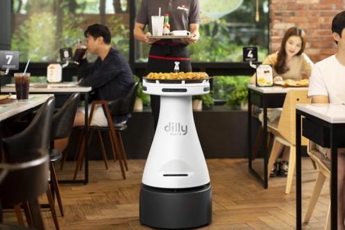 Robot garson pizza servisine başladı!