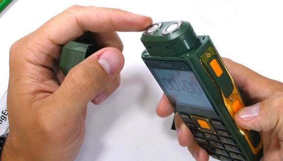 Tıraş bıçaklı telefon dayanıklılık testinde!