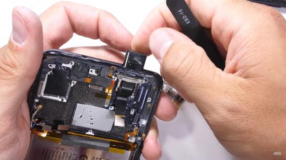 Vivo NEX S parçalandı, Oppo Find X ile kıyaslandı!