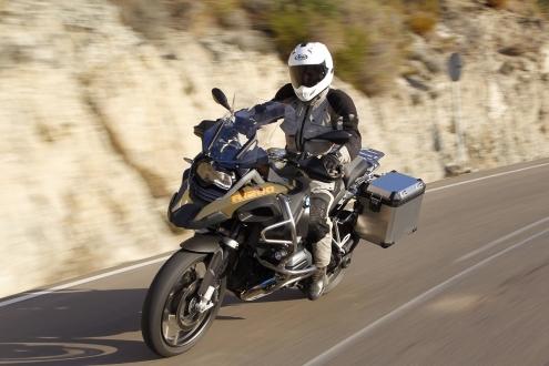 BMW, sürücüsüz motosiklet teknolojisini tanıttı!