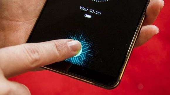 Ekrandan parmak izi okuyan Galaxy modeli geliyor!