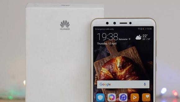 Huawei'nin dev ekranlı iki telefonu ortaya çıktı!