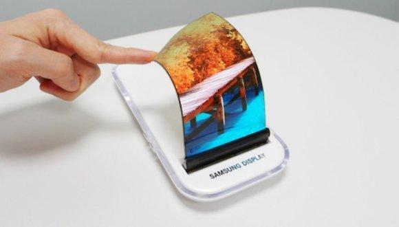 Samsung katlanabilir telefon pazarının öncüsü olacak!