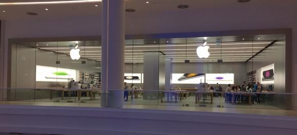 Apple Akasya mağazası yenilendi!