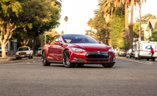 Hackerlar Tesla Model S çaldı