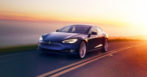 Tesla güncelleme aldı, yeni özelliklere kavuştu!