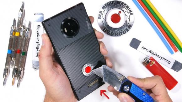 Holografik ekranlı Red Hydrogen One dayanıklılık testinde!