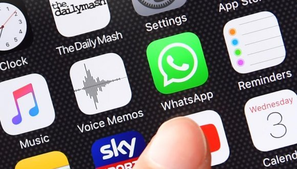 Apple'dan WhatsApp Sticker darbesi!