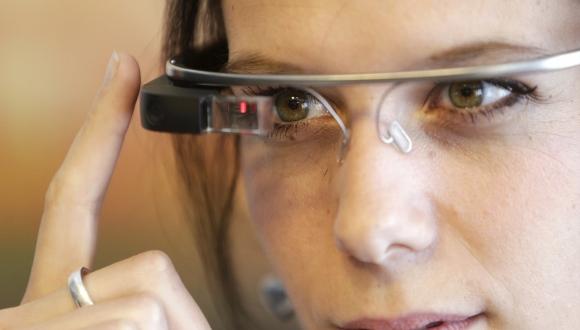 Google'ın yeni akıllı gözlüğü performans testinde!