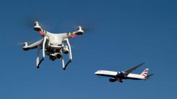 Drone Londra Gatwick Havalimanı uçuşlarını durdurdu!