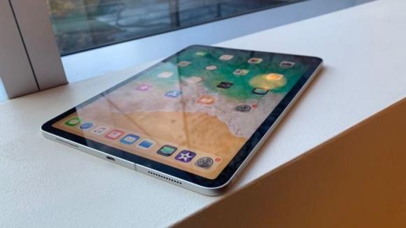 Eski Apple yöneticisine bükülen iPad gitti!
