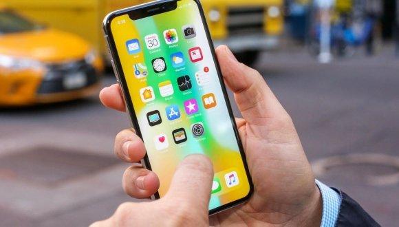 Apple, ekran panellerinde değişikliğe gidebilir!