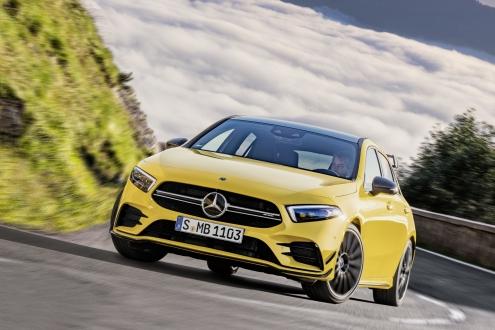 Mercedes-AMG A45 drift modu ile görenleri büyüledi!
