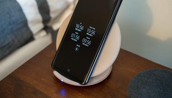 Galaxy S10 kablolu / kablosuz şarj farkını kaldıracak!
