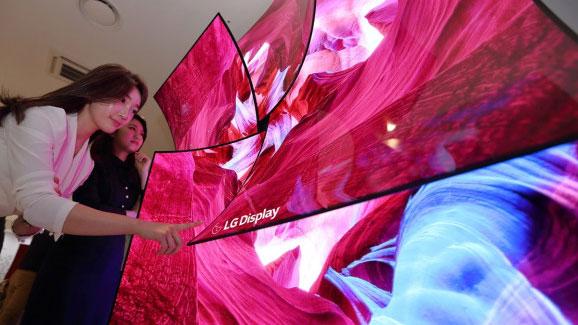 LG'nin bükülebilir ekran teknolojisi görenleri büyüledi!