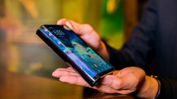 Samsung katlanabilir telefon hakkında önemli ipucu!