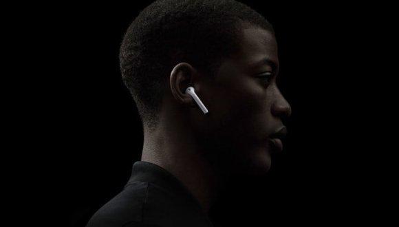 Apple AirPods 2 yeni renk seçeneği ile geliyor!