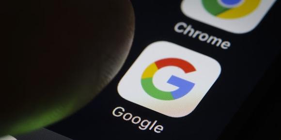 Apple, Google'ın iOS lisansını askıya aldı!