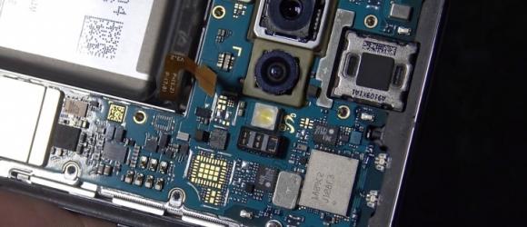 Samsung Galaxy S10 Plus parçalarına ayrıldı!