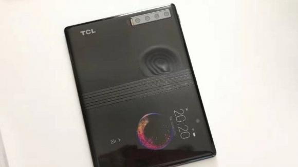 TCL'in katlanabilir akıllı telefonu görüntülendi!