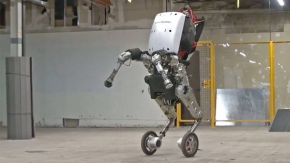 Black Mirror bölümünden fırlayan robotlar!
