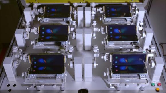 Galaxy Fold katlanma testi videosu yayınlandı!