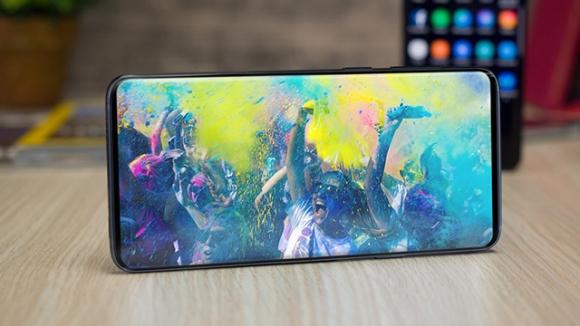 Samsung, kamerayı ekran üzerinden atıyor!