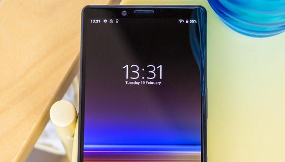 Sony'nin yeni telefonu: Xperia 4 ortaya çıktı!