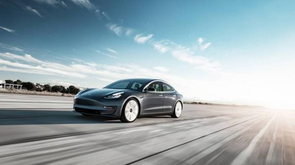 Tesla Model 3 hızı yazılım ile arttı! Son hızı kaç oldu?