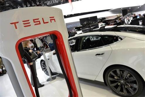Apple, o ismi Tesla'dan transfer etti!