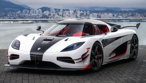 2 milyon dolarlık süper otomobil çarpışma testinde!