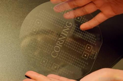 Corning Astra Glass duyuruldu!