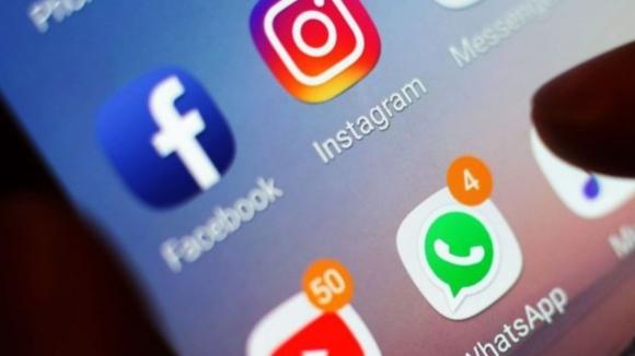 Facebook, WhatsApp ve Instagram yine çöktü!