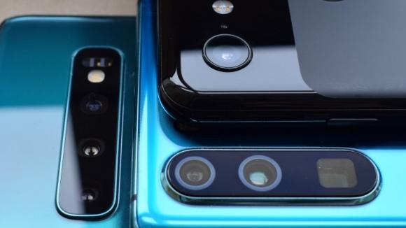 En uygun fiyatlı üç kameralı telefonlar!