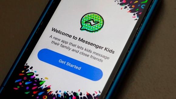 Çocuklar, Facebook'un güvenlik duvarını deldi