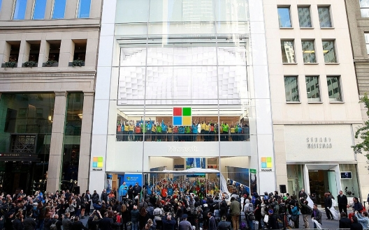 Microsoft, Apple'ın sokağına dükkan açıyor
