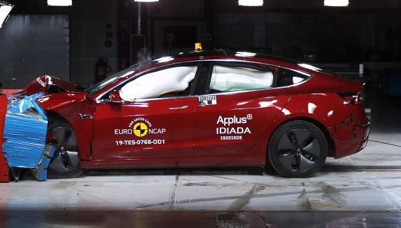 Tesla Model 3 rakiplerini geride bırakmayı başardı!