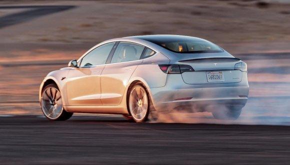 Tesla otomobil satışında kendi rekorunu kırdı