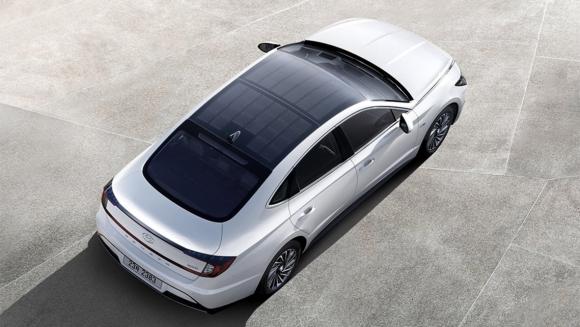 Güneş enerjisi ile şarj olan otomobil