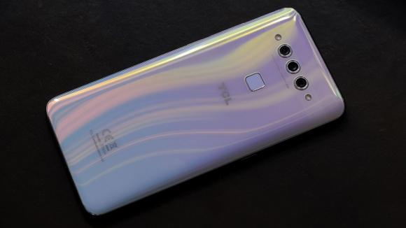 Blackberry üreticisi TCL, Plex modeliyle boy gösterdi