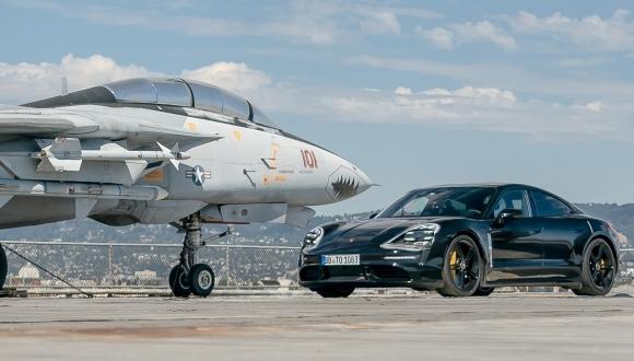 Porsche Taycan hız testi uçak gemisinde yapıldı