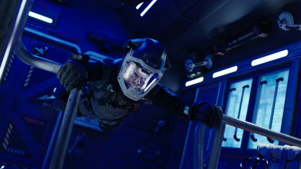 the expanse syfy Amos holds on