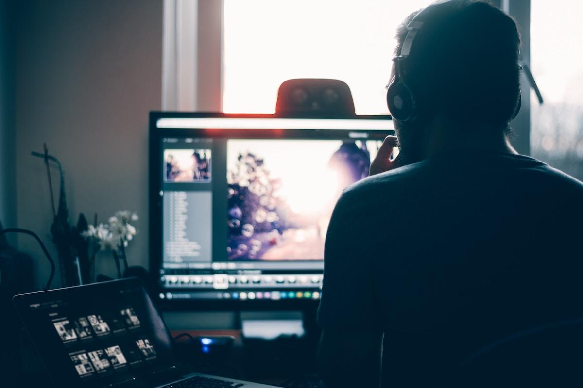 Embedding a video properly