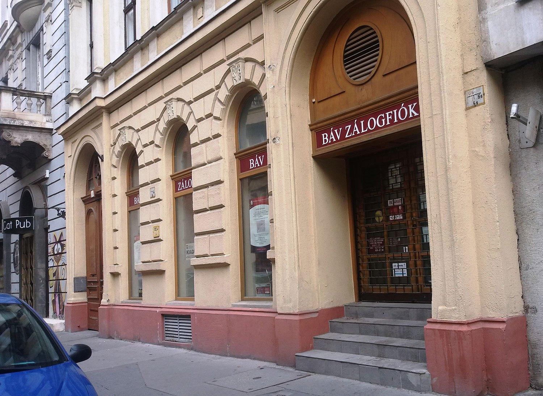 1052 Budapest, Semmelweis utca 15. kiadó üzlet