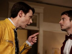 Dirk Gently's Holistic Detective Agency, Season 1, Episode 1, Dirk Gently (Samuel Barnett) and Todd (Elijah Wood)