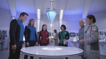THE ORVILLE: L-R: Seth MacFarlane, Adrianne Palicki, Halston Sage, Penny Johnson Jerald, guest star Brian George and guest star Christine Corpuz
