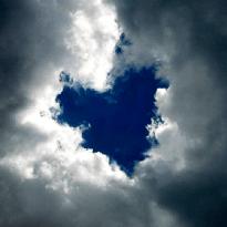 altres-3-nubes-en-forma-de-corazon-perros-cerdos-ovnis-conejos-10